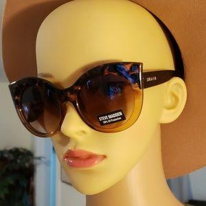 Women Steve Madden sunglasses